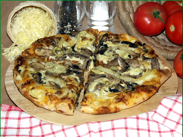 23. Pizza Bolognese